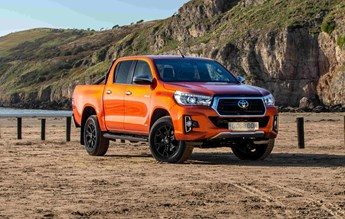 Toyota Hilux Invincible X (2018) review