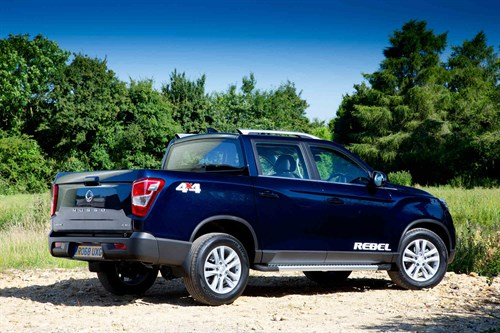 Ssangyong _Musso Rebel (4)
