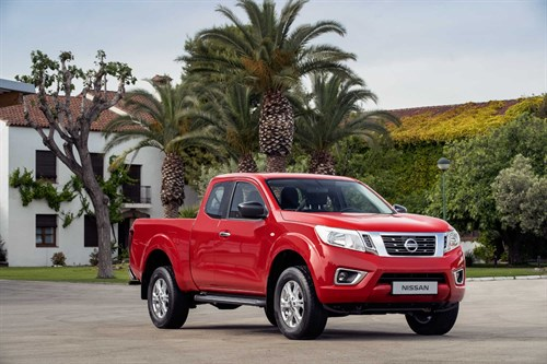 _Nissan Navara King Cab Red 4 - Front